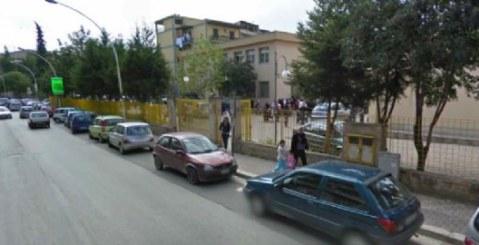 """Due giovani studentesse della """"Bonanno"""" ai commissari"""
