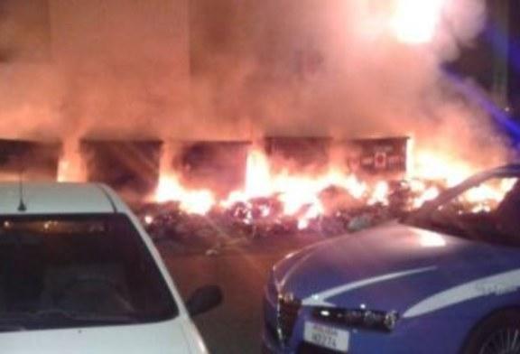 A fuoco i cassonetti in via Orto Botanico