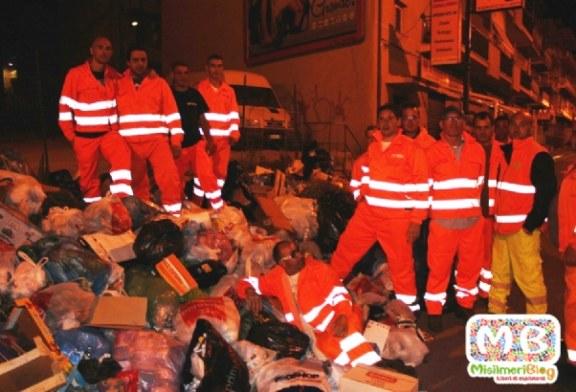 Rifiuti, lavoratori licenziati del Coinres protestano in piazza Indipendenza