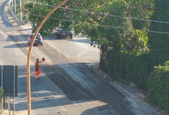Si asfaltano le strade. Finalmente !