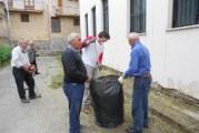 Primavera Pulita, i volontari dell'Auser puliscono il plesso Puglisi