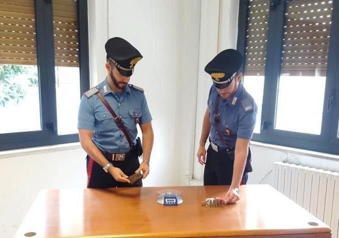 Ai domiciliari con 100 gr di Hashish, arrestato dai Carabinieri