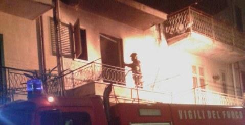 Appartamento in fiamme in Via Francesco Del Bosco