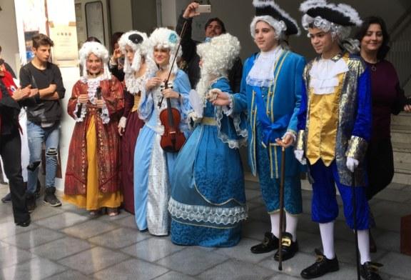 Il Carnevale racconta la storia  al plesso Don Carlo Lauri [Foto]