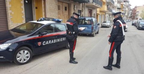 Litigano per un parcheggio: in cinque tratti in arresto