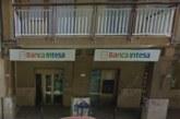 Rapina a Banca Intesa-Sanpaolo. Dipendenti e clienti chiusi in una stanza