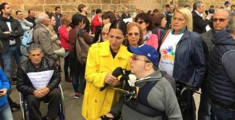 Disabili gravissimi, ancora proteste. Giovanni Cupidi a Striscia la Notizia