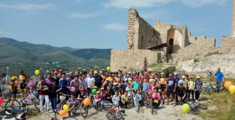 La Bicicletta, Regina al Castello dell'Emiro