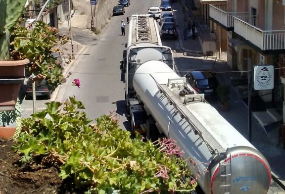 Viale Europa: pericolo per i mezzi pesanti e i frequenti incidenti [Foto]