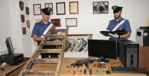 Tenta furto nella scuola, arrestato dai carabinieri [Foto e Video]