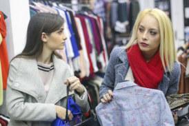"""La commessa di un negozio: """"ho subito un furto, in tre mi hanno preso in giro rubando la merce"""""""